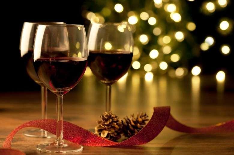 I vini da regalare a Natale: 24 bottiglie da trovare sotto l'albero [FOTO]