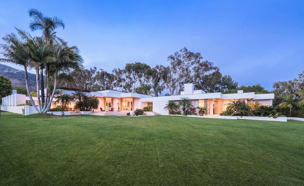 Simon Cowell si aggiudica una proprietà con vista sull'Oceano a Malibù