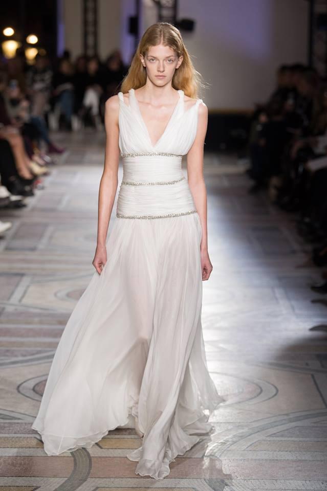 Abito da sposa stile impero Giambattista Valli haute couture primavera  estate 2018 c6e49686d1c