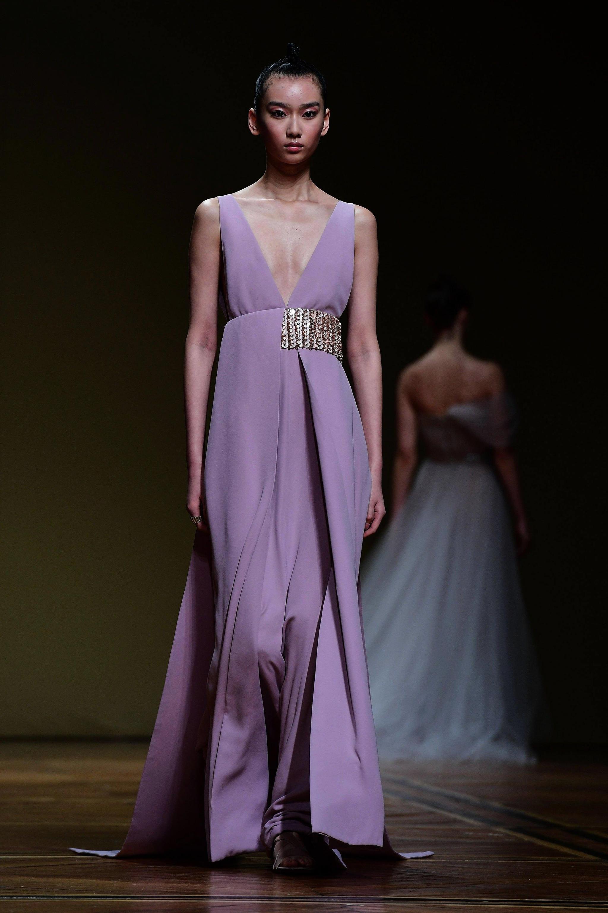 Antonio Grimaldi abito lilla scivolato Paris Haute Couture gennaio 2018