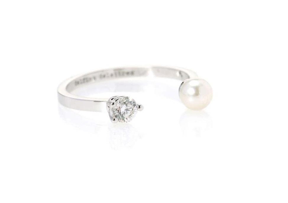 Anello in oro bianco con perla e diamanti Delfina Delettrez 2018