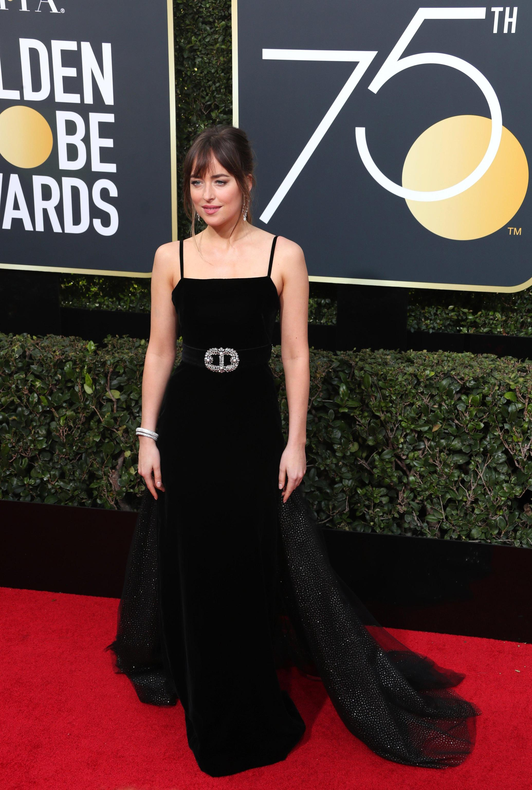 dakota johson in gucci golden globe 2018