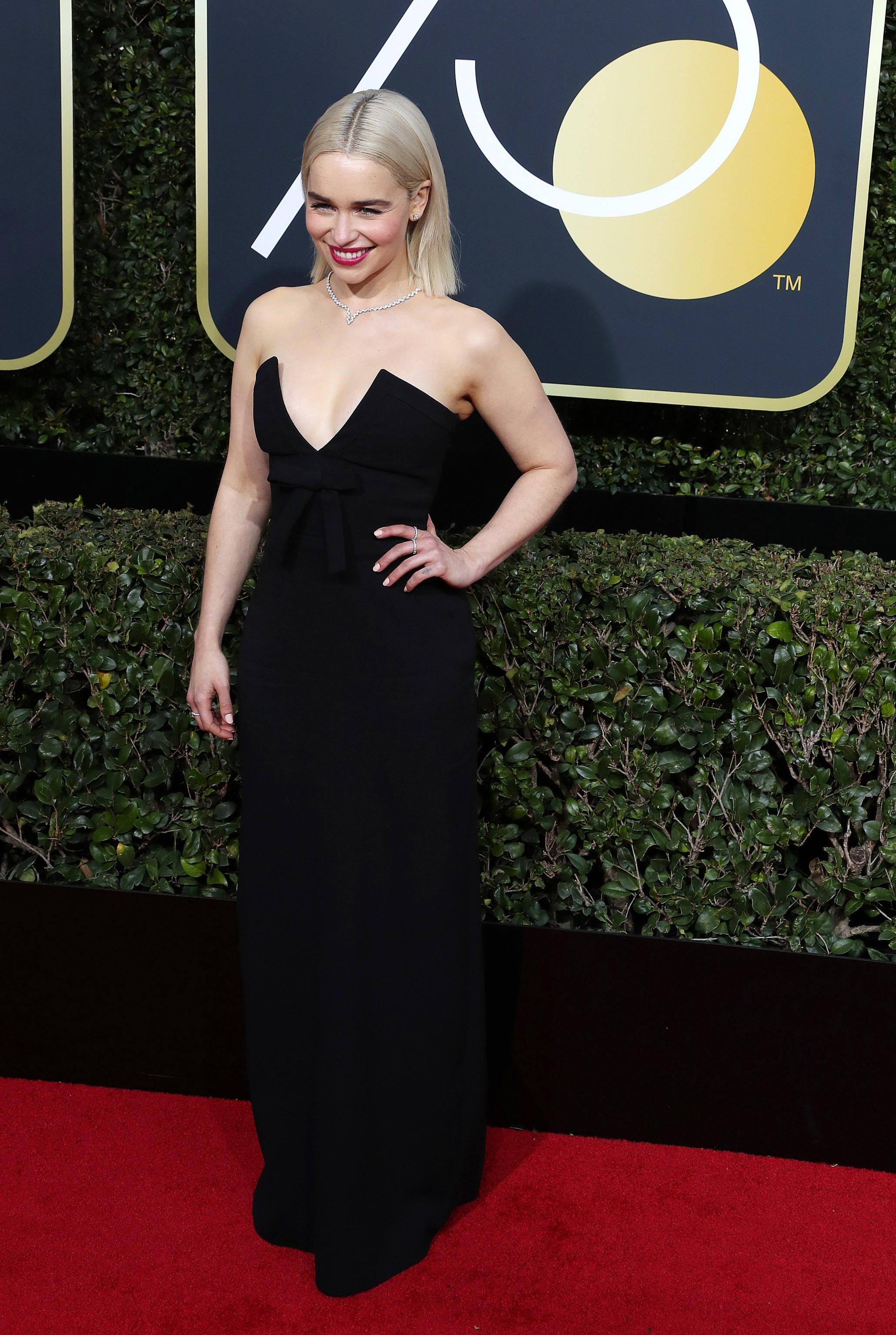 Emilia Clarke in Miu Miu ai Golden Globe 2018