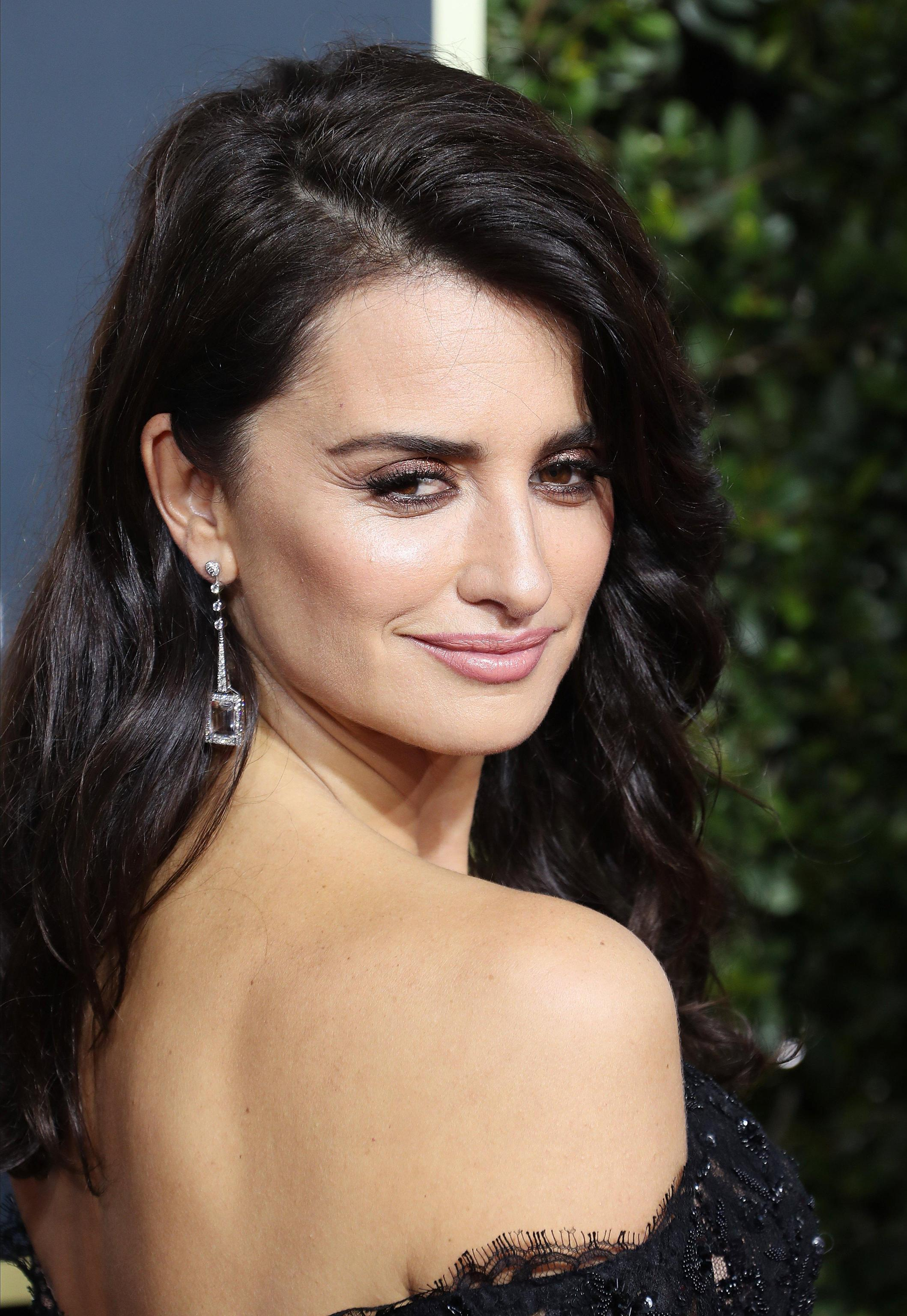 penelope cruz golden globe 2018