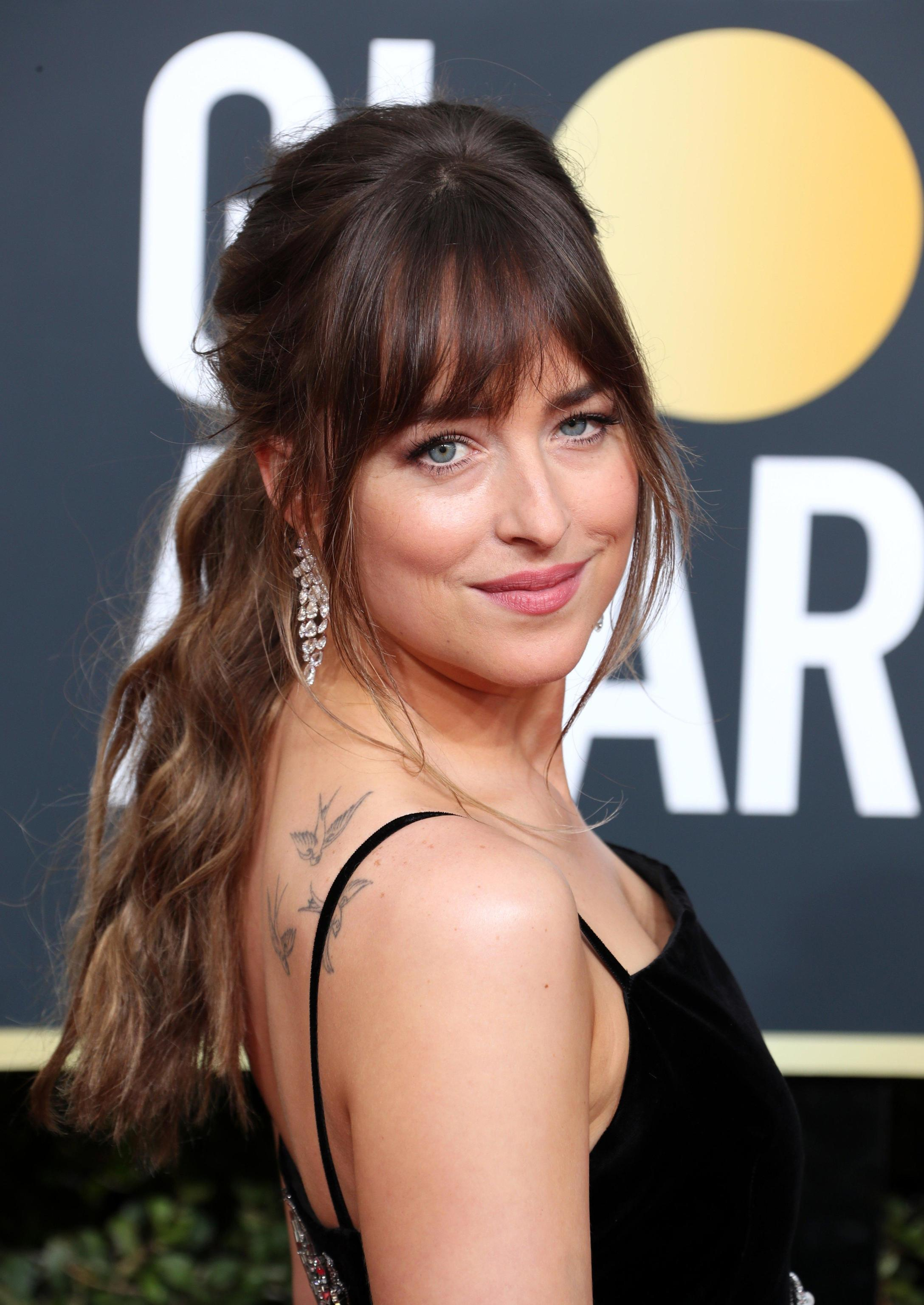 dakota johnson golden globe 2018