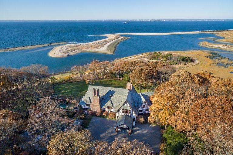 """I Jolie-Pitt mettono in vendita il loro """"villaggio"""" di Long Island"""