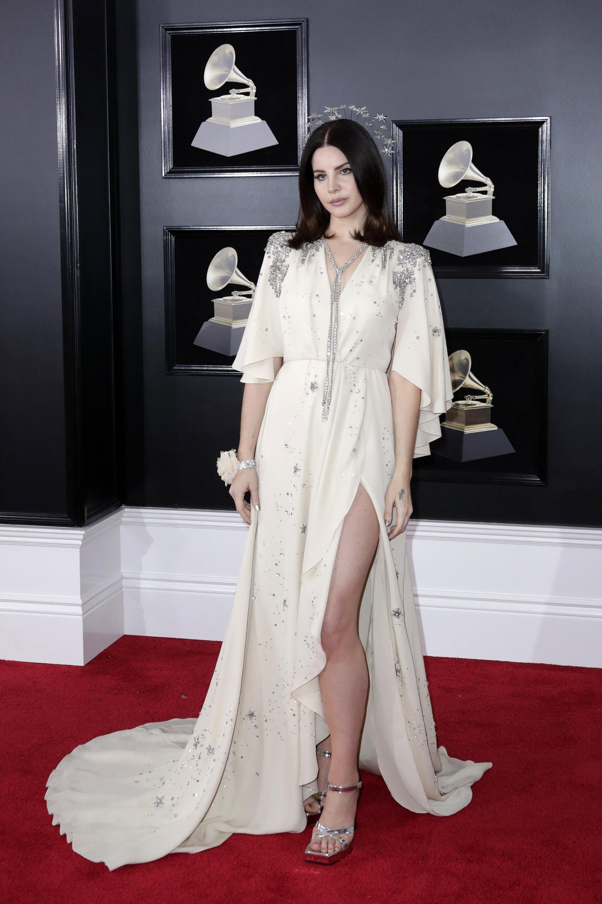 Lana Del Rey con abito Gucci ai Grammy Awards 2018