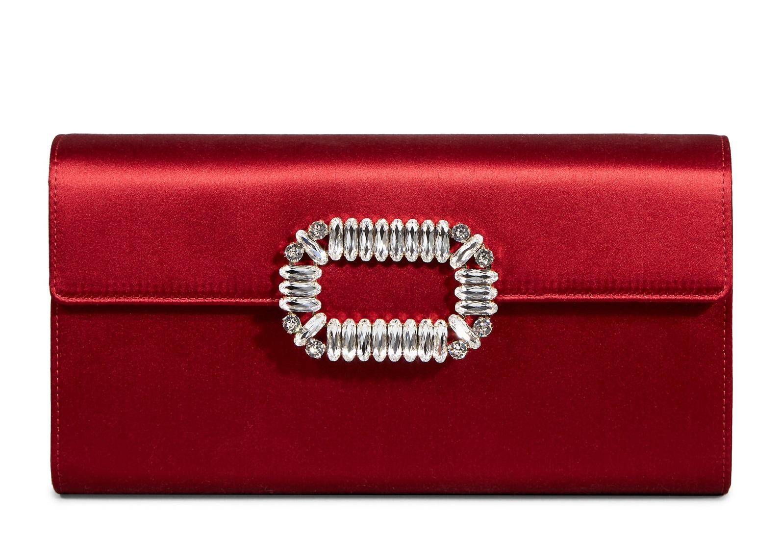 Pochette in raso di seta Roger Vivier look donna san valentino