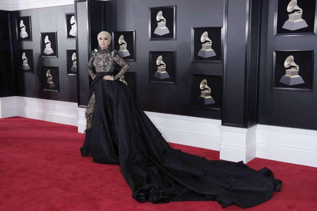 13f76673044e Grammy Awards 2018  abiti