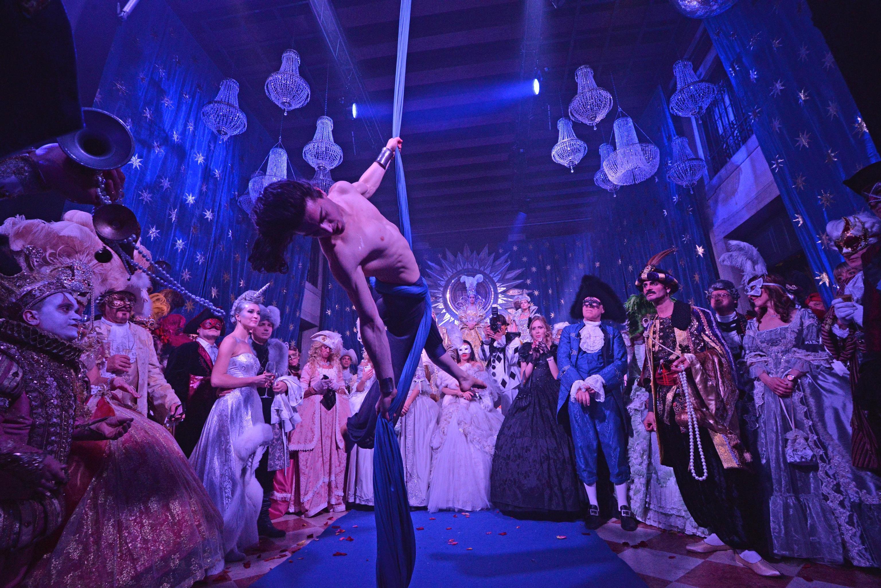 """Venoce Carnival: the """"Doge dance"""""""
