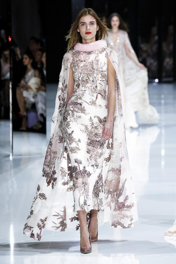 Abito da sposa rosa e bianco a fiori