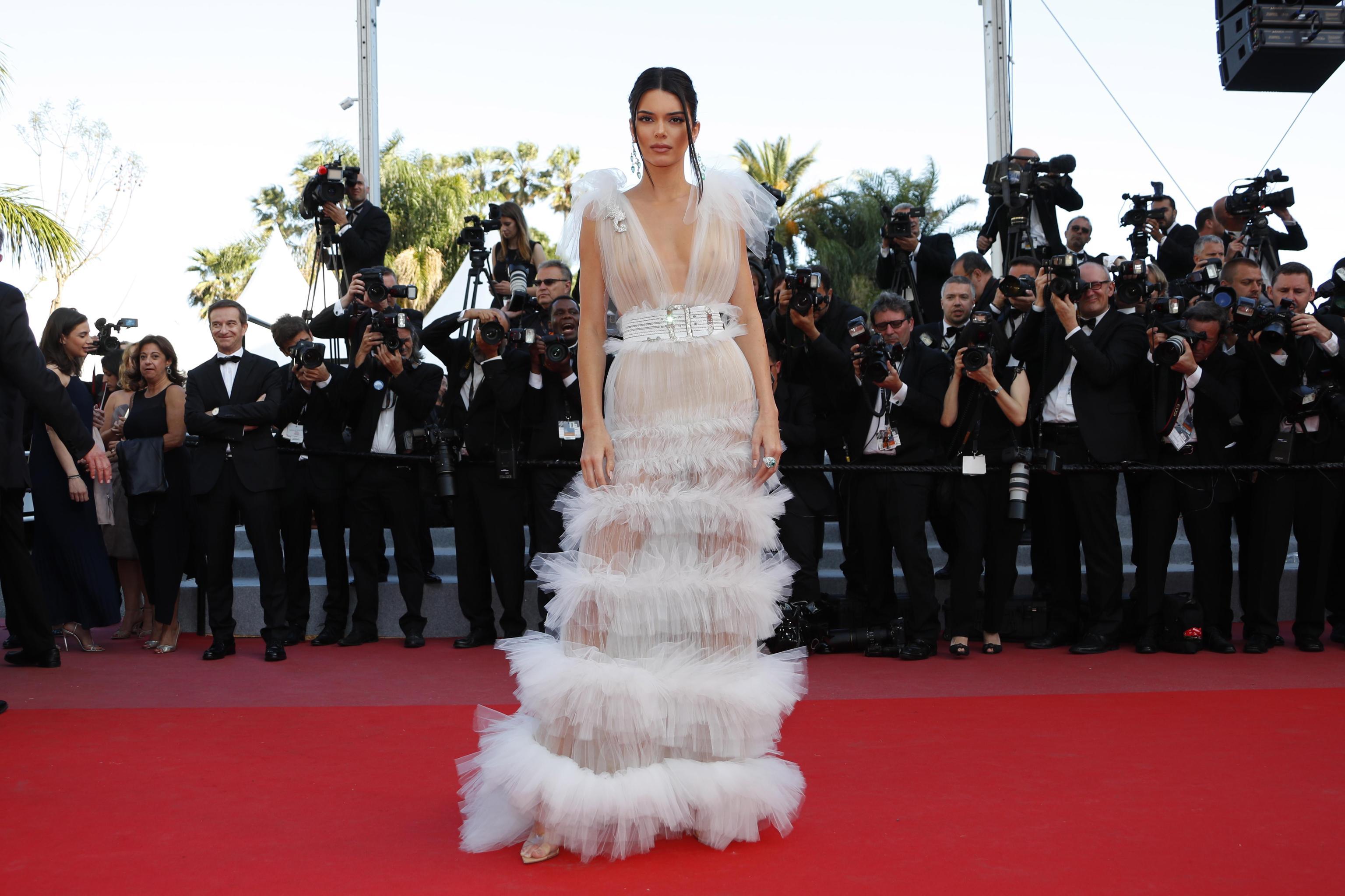 Kendall Jenner in Schiaparelli con gioielli Chopard