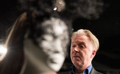Philip Treacy, l'uomo che veste le teste dell'aristocrazia (e non) con cappelli e fascinator