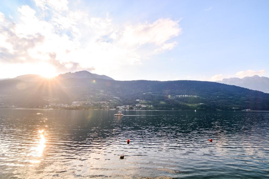 Lago di Caldonazzo, Trento foto Di underworld shutterstock