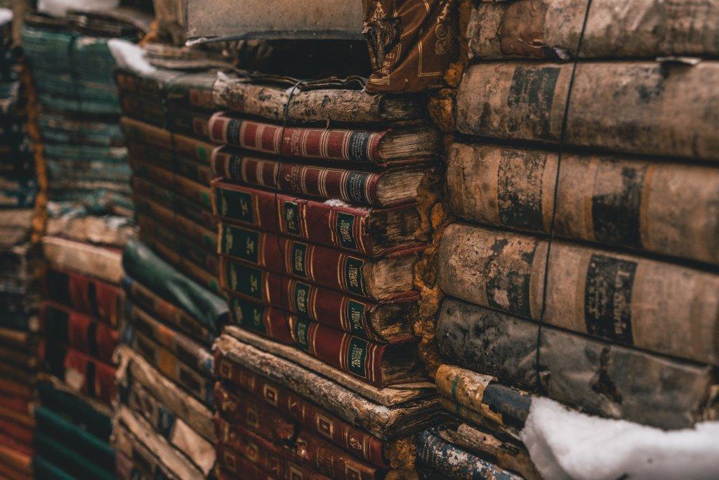 libri antichi darran shen 588299 unsplash