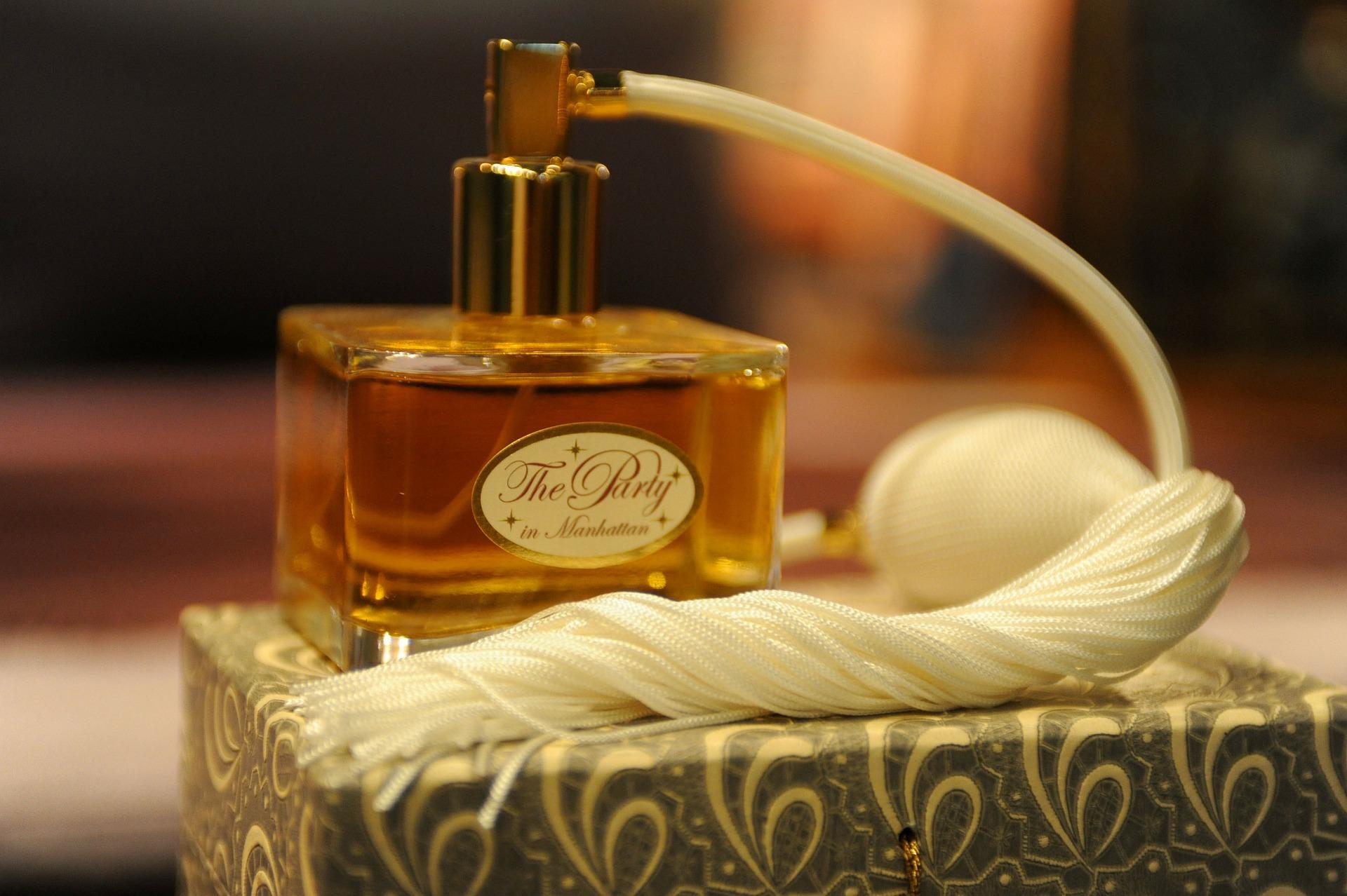 perfume 144546_1920
