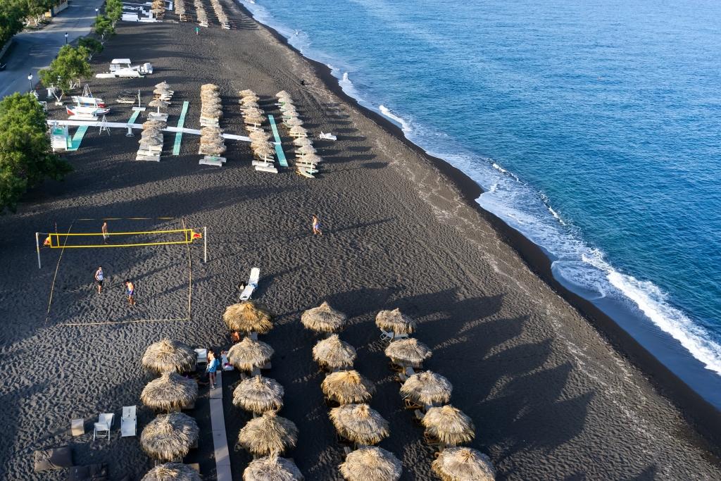 spiagge nere in italia e in europa spiaggia di santorini