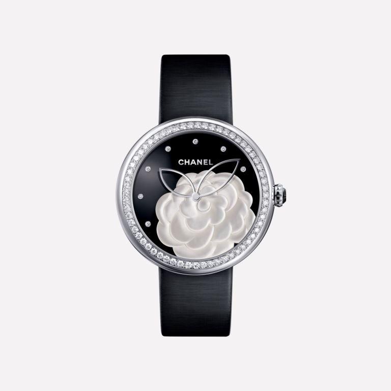 Orologio Chanel Mademoiselle Privé Camelia in madreperla con diamanti orologi donna autunno inverno 2018 2019