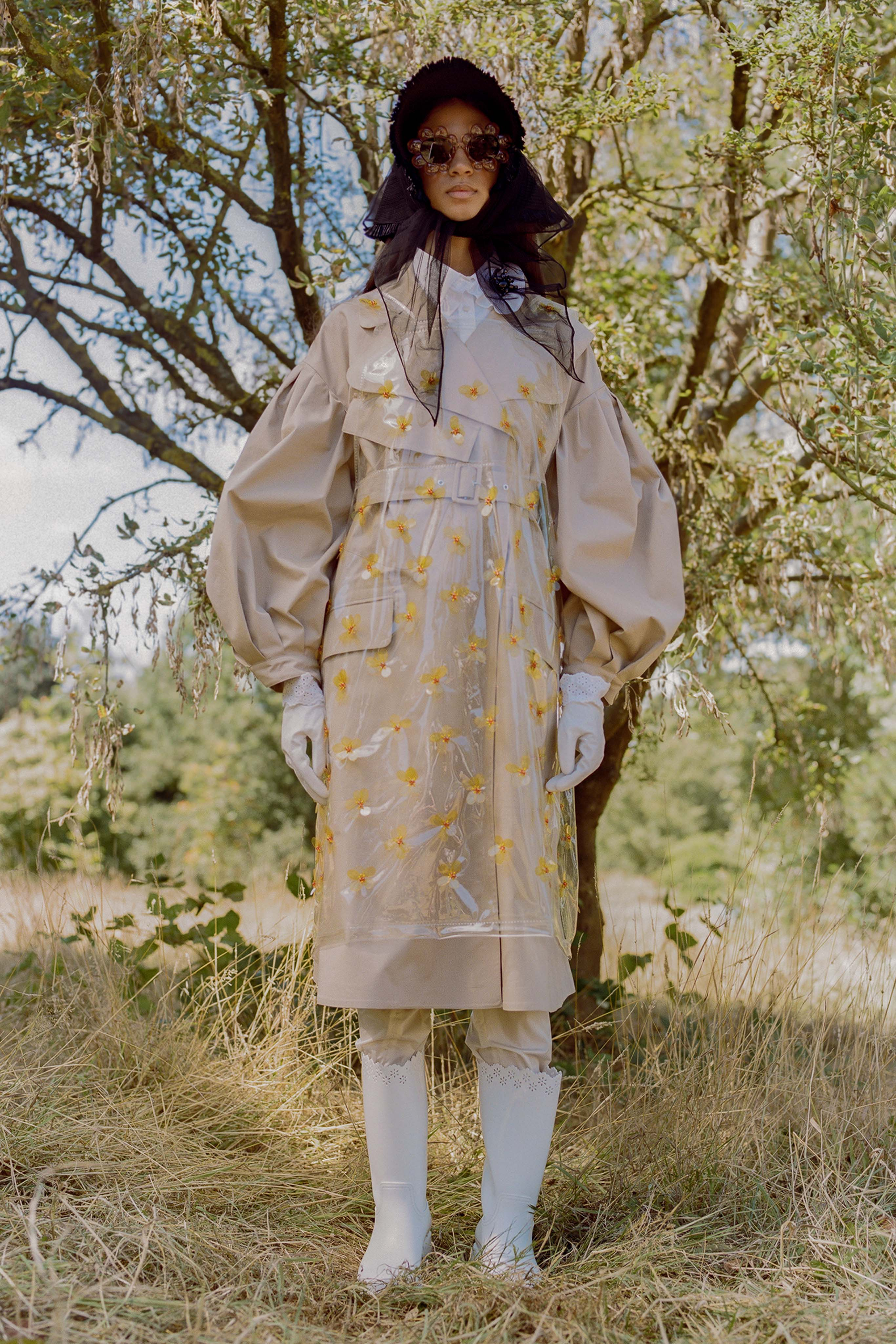 Trench impermeabile a fiori MONCLER by Simone Rocha