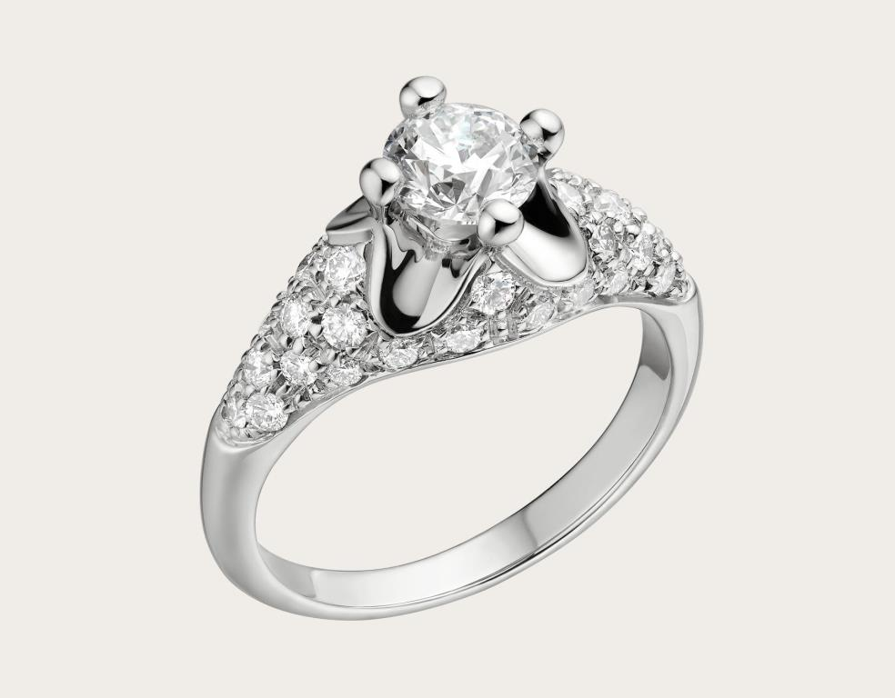 Anello di fidanzamento Bulgari Corona con diamanti