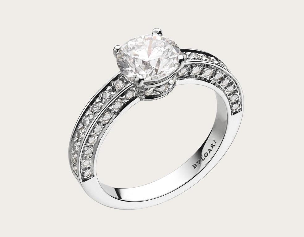 Anello di fidanzamento Bulgari in platino con diamanti 2018 2019