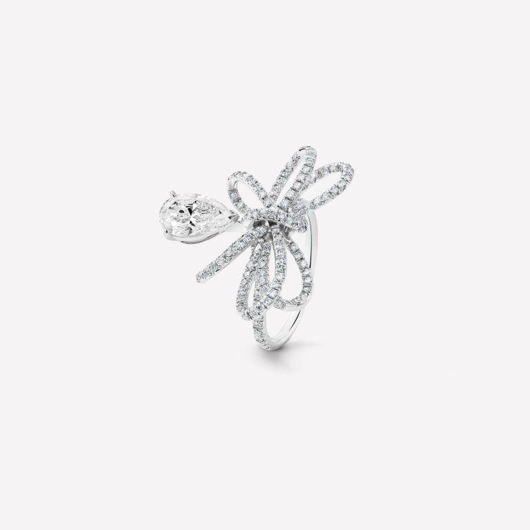 Anello di fidanzamento Chanel in oro bianco con diamanti 2018 2019