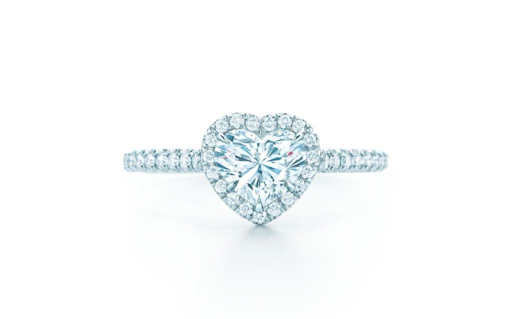 Anello di fidanzamento Tiffany con diamante a cuore a 19700 euro