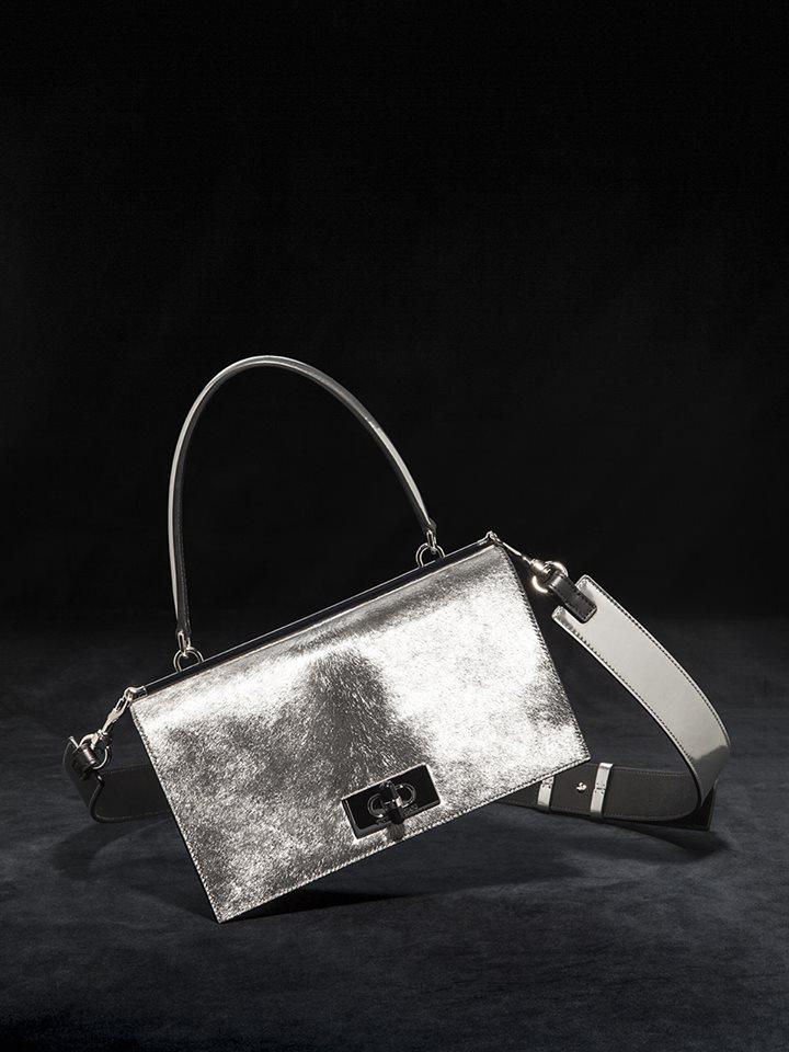 Borsa elegante Armani a tracolla color argento collezione inverno 2019