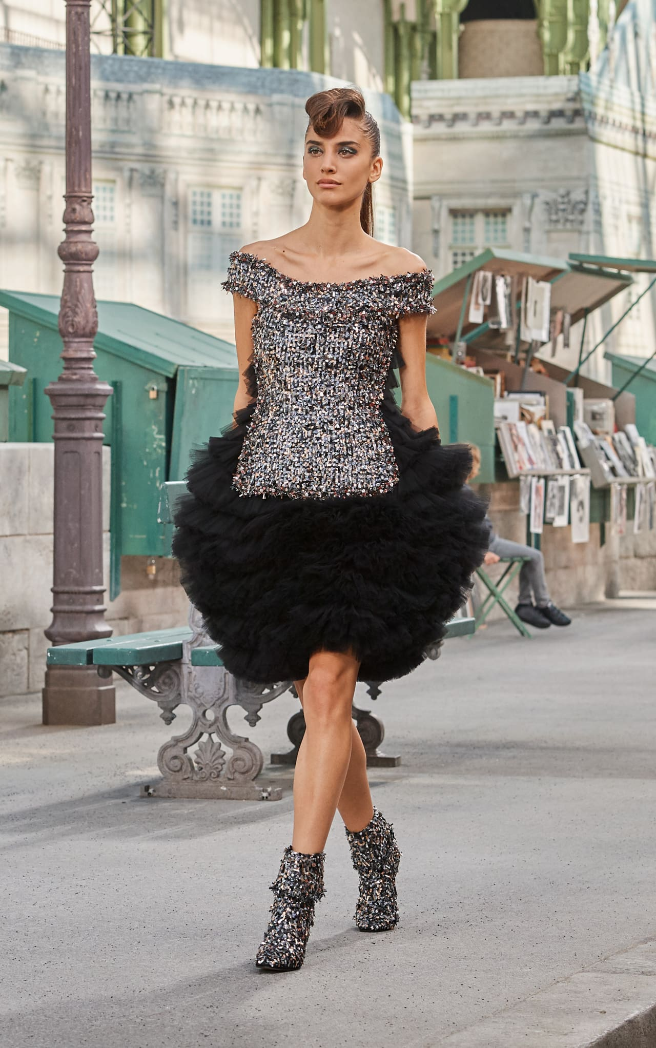Abito da sera corto Chanel con gonna in tulle natale 2018