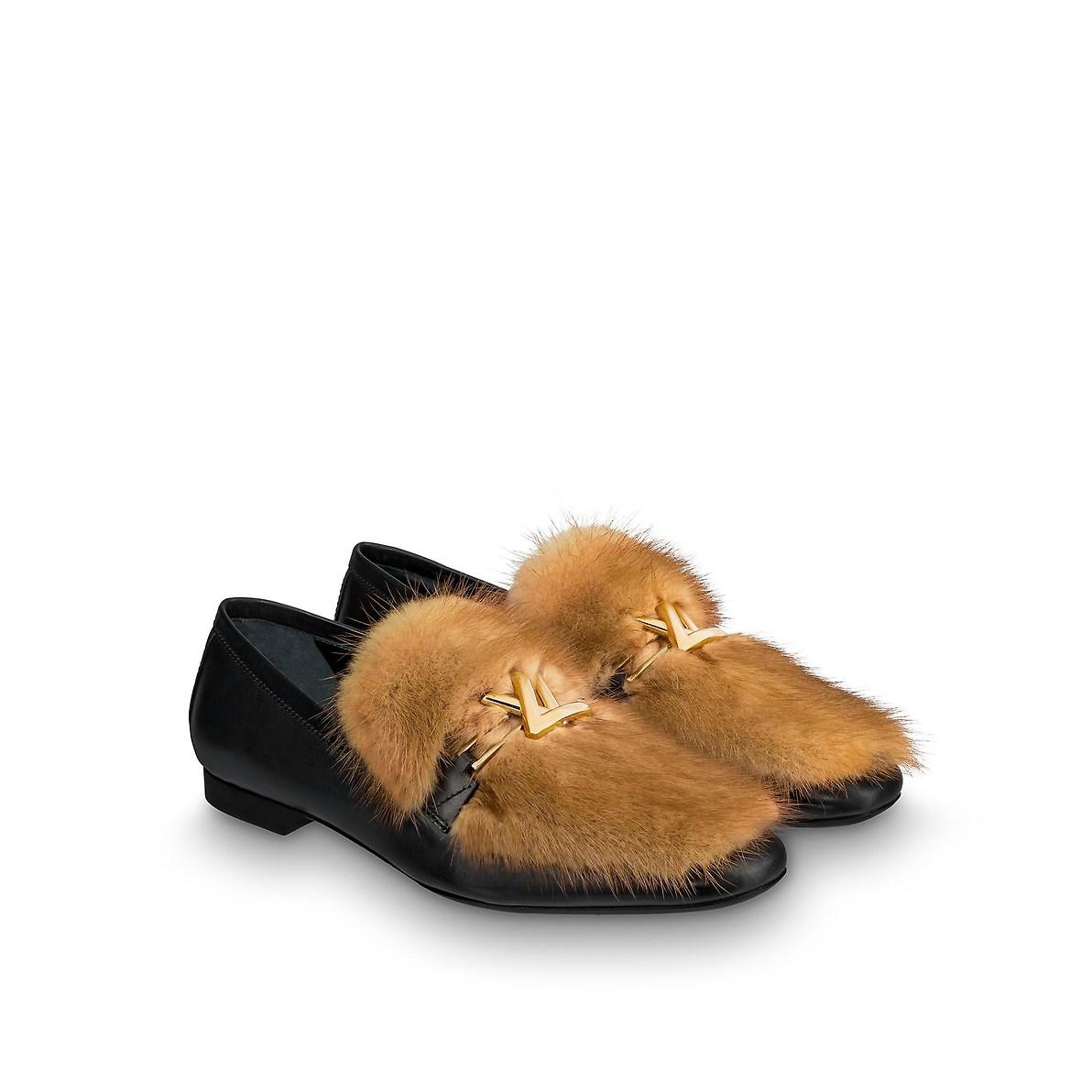 Mocassini con pelliccia Louis Vuitton a 850 euro autunno inverno 2018 2019