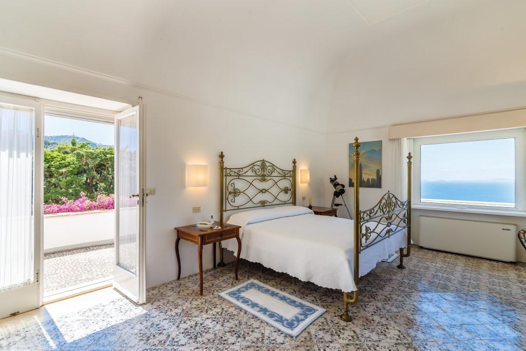Una delle camere da letto. Foto Lionard.it