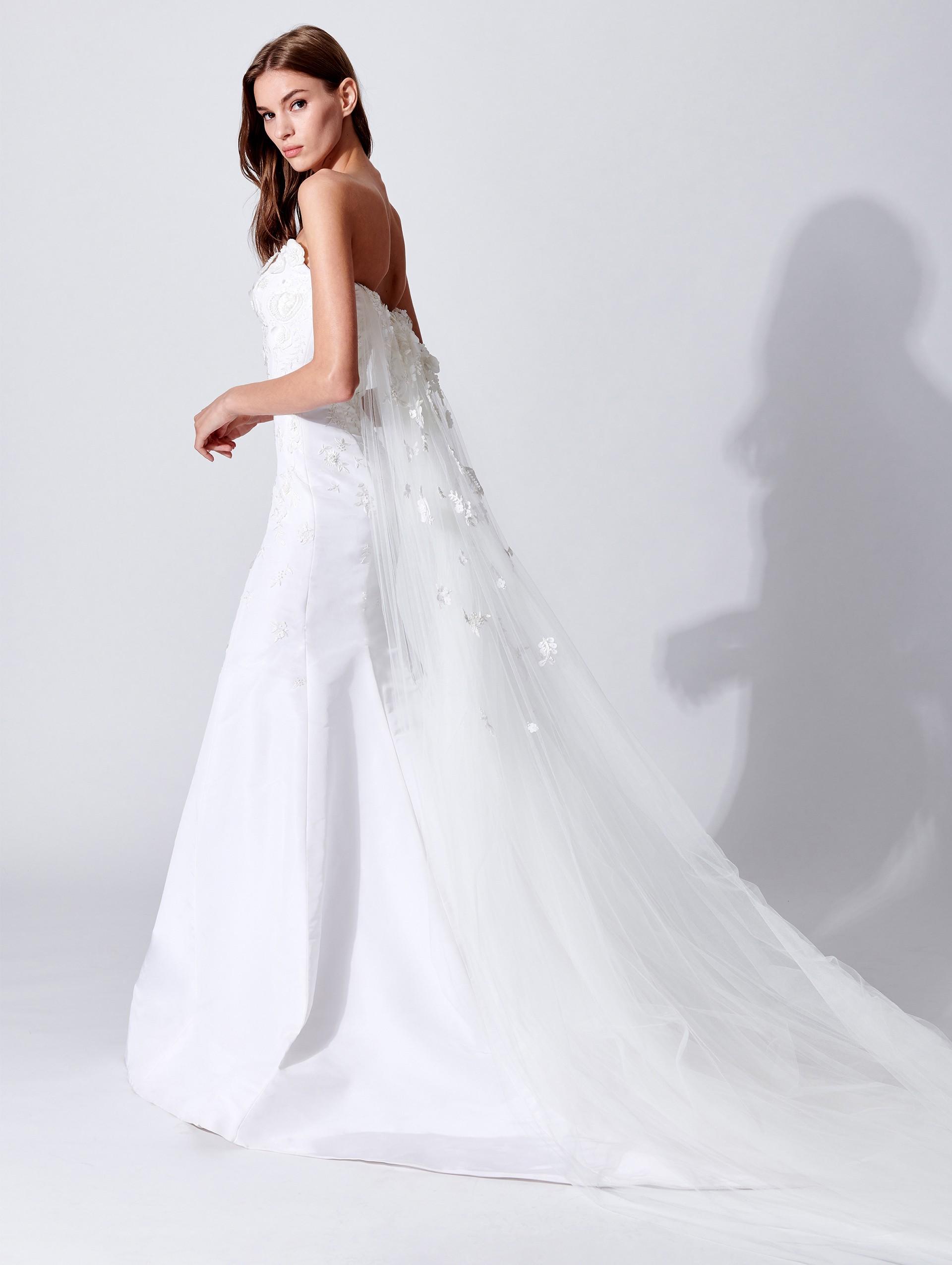 Vestito da sposa con strascico Oscar De La Renta collezione 2019