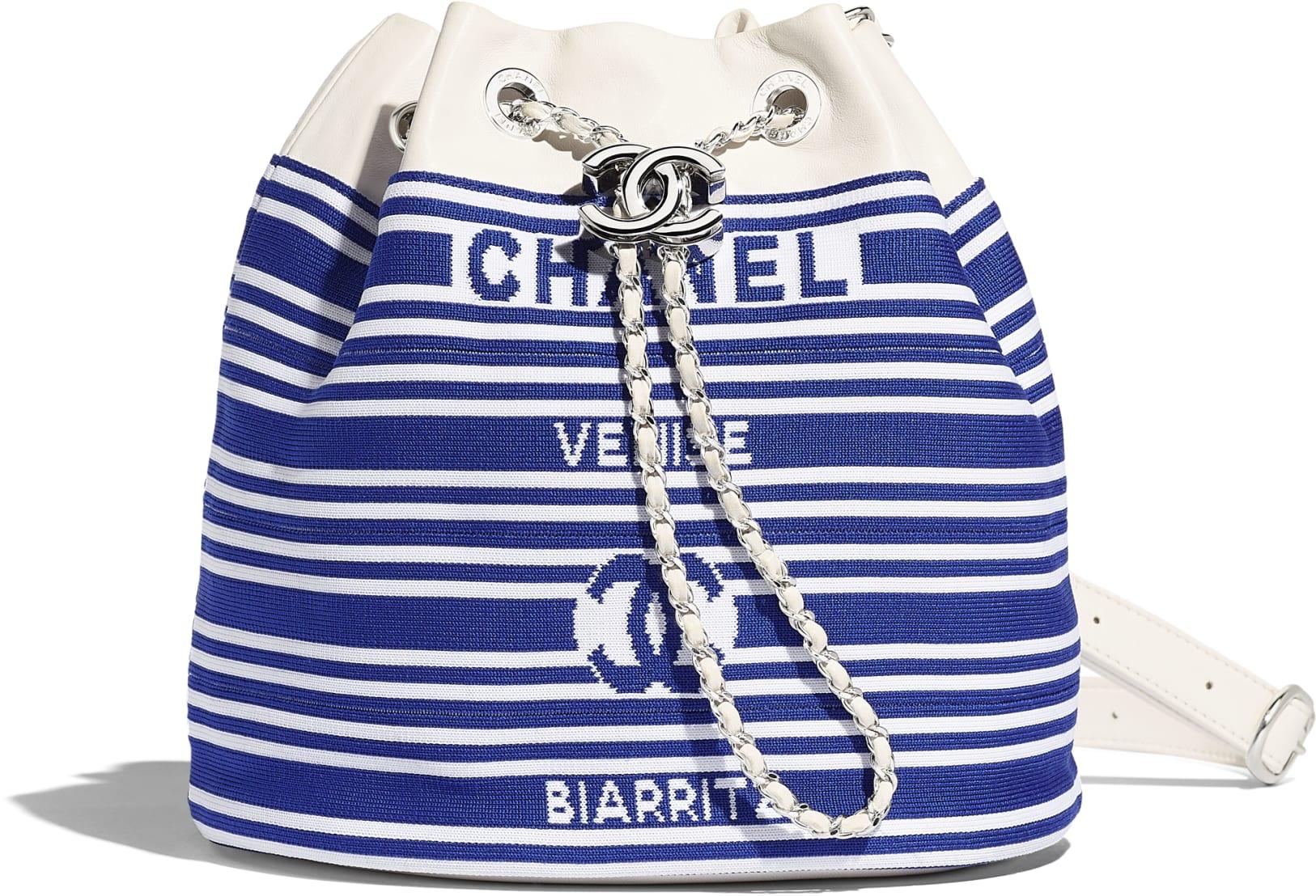 Borsa a secchiello alla marinara Chanel a 3300 euro