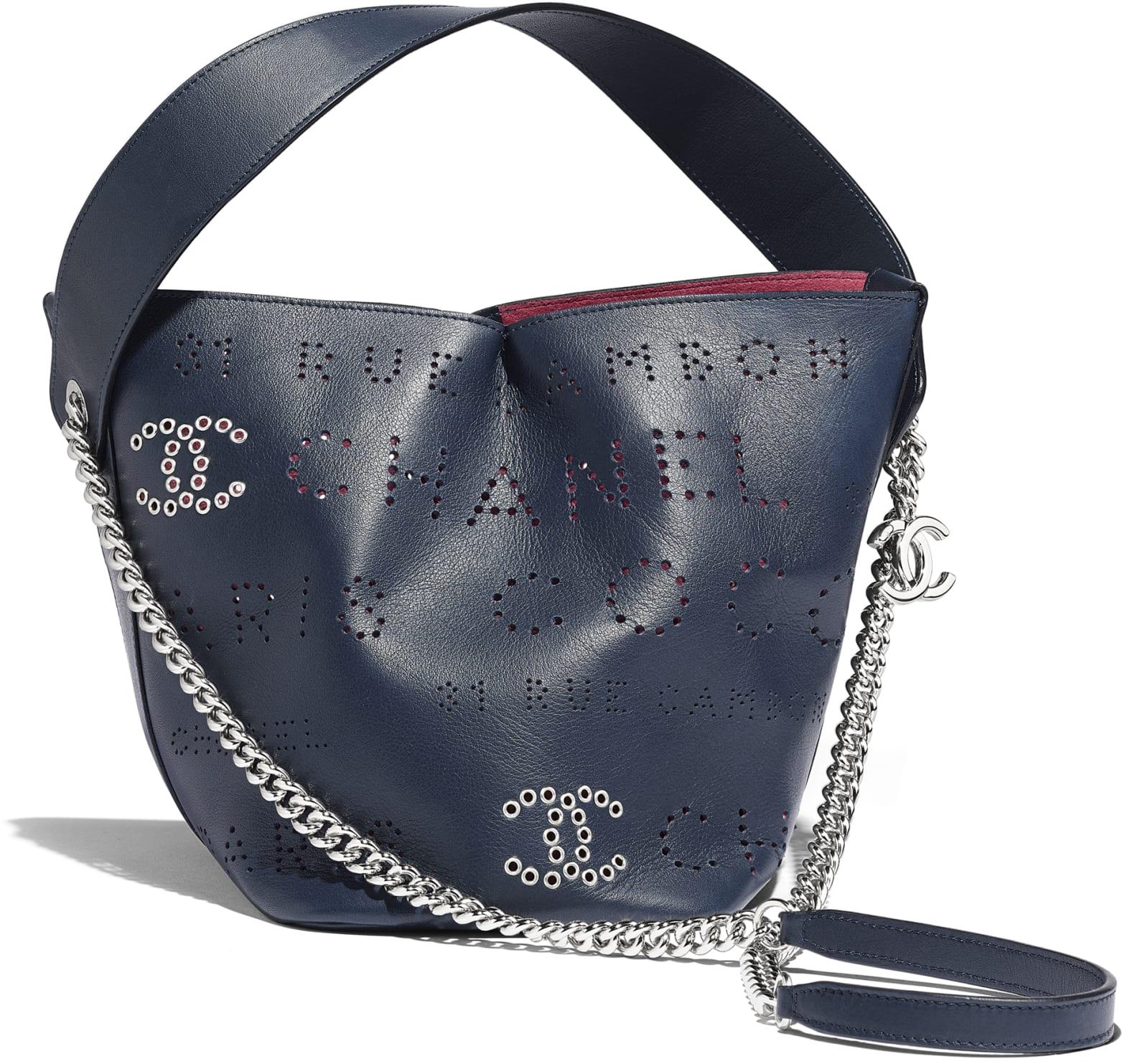Borsa a secchiello traforata Chanel a 2 850 euro