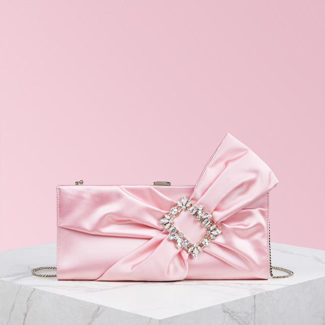 Pochette gioiello rosa con Swarovski Roger Vivier