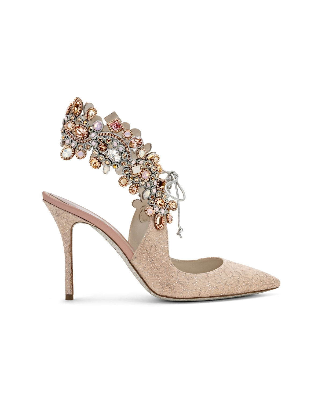 Scarpe gioiello a punta a 1135 euro