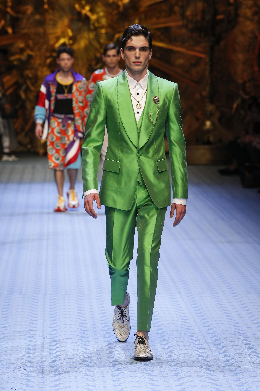 Smoking uomo per l'invitato verde Dolce & Gabbana
