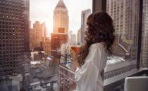 8 oggetti di lusso che vi faranno compagnia in casa dopo le 18