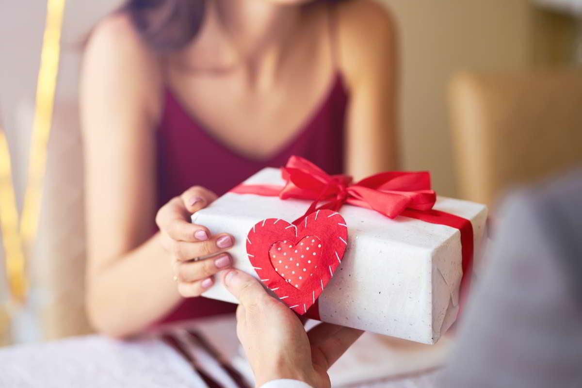 San Valentino: per impreziosire la festa tante idee regalo di classe per lui