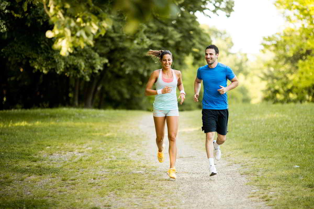 4 consigli per correre al meglio all'aperto: dalle scarpe da running più adatte alla motivazione necessaria