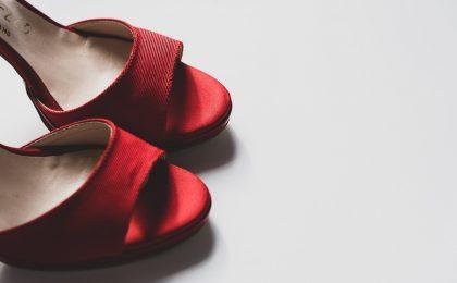 La collezione di scarpe super lusso di Catherine Deneuve va all'asta (per beneficienza)