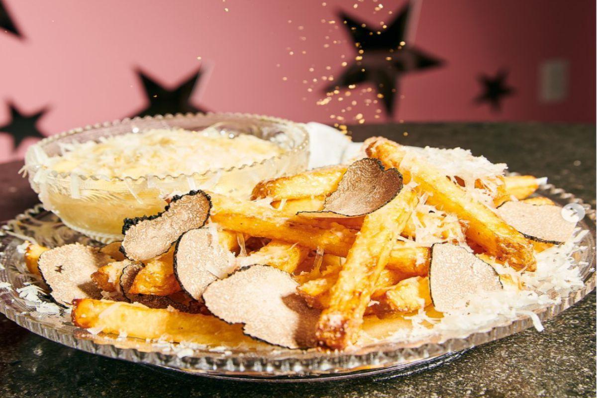 Le patatine fritte più costose al mondo realizzate con Champagne, oro e tartufo